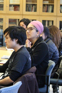 Students listen to Bui's lecture. (Photo: Maria Amaya Morfin/ UCLA.)