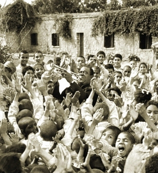 Louis Armstrong plays in Cairo, Egypt, for a group of hospitalized children (1961). Source: Louis Armstrong House Museum.