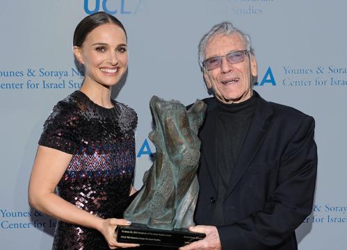 Natalie Portman presents the UCLA Israel Studies award to Israeli novelist Amos Oz. (Photo: Vince Bucci.)