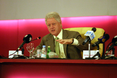 Former President Clinton Addresses Mideast 'Prosperity' Conference Co-Sponsored by UCLA Burkle Center
