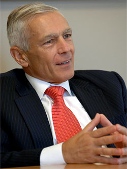 Gen. Wesley Clark Joins UCLA's Burkle Center