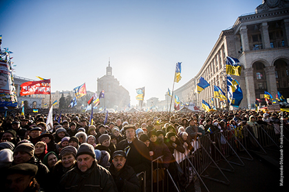 Ukraine in Crisis: Revolution and Russian Intervention